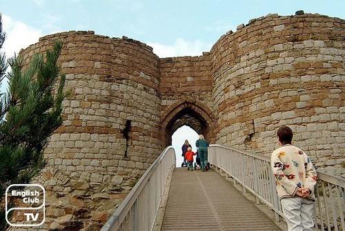 Руины средневекового замка Бистон
